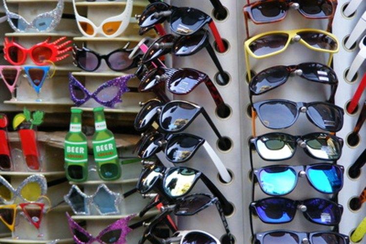 Pinta gafas de sol coloridas a tu manera.