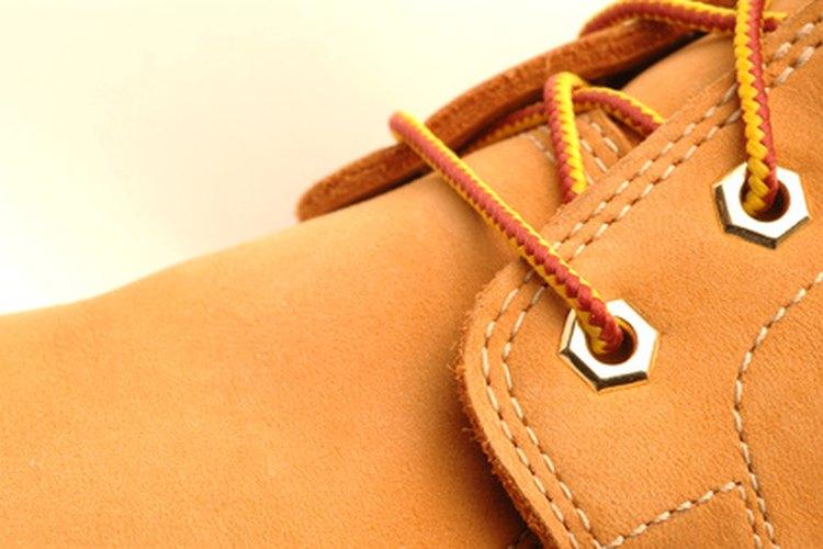 Las botas de trabajo protegen contra lesiones en los dedos de los pies.