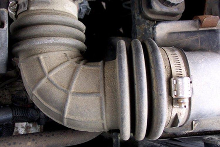 Con el tiempo, el sistema de admisión de aire del vehículo se tapará con los contaminantes.