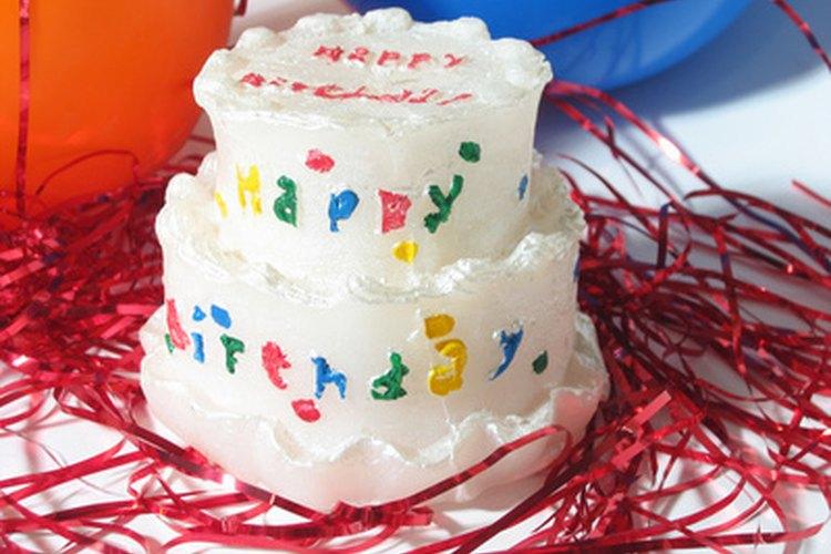 Las niñas de nueve años tienen muchos intereses que pueden ser transformados en temas de fiestas de cumpleaños.