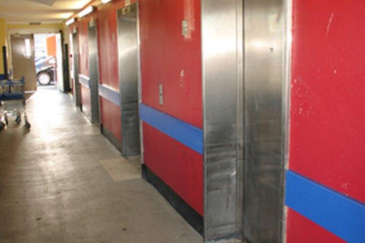 Los productos de limpieza utilizados para los pisos de las escuelas contienen químicos tóxicos como el formaldehído.