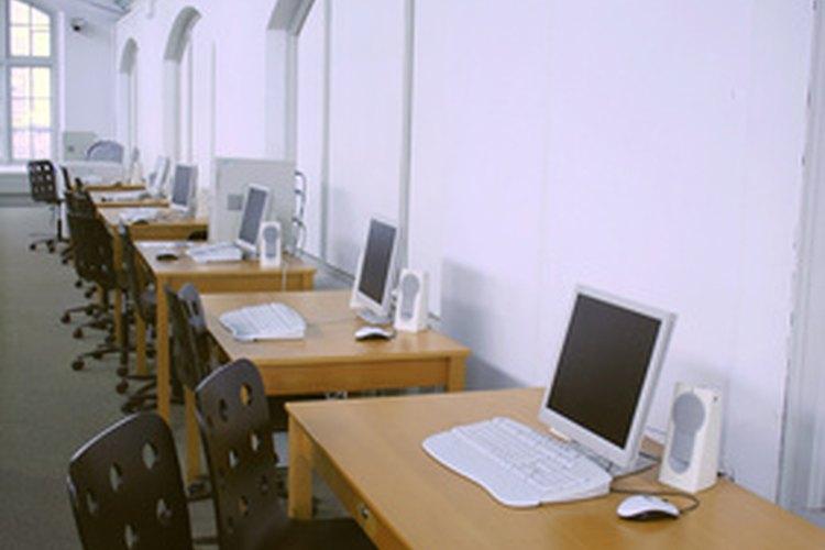 La seguridad en línea es también muy importante en la escuela.