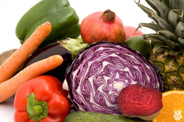 La comida cruda contiene enzimas digestivas naturales.