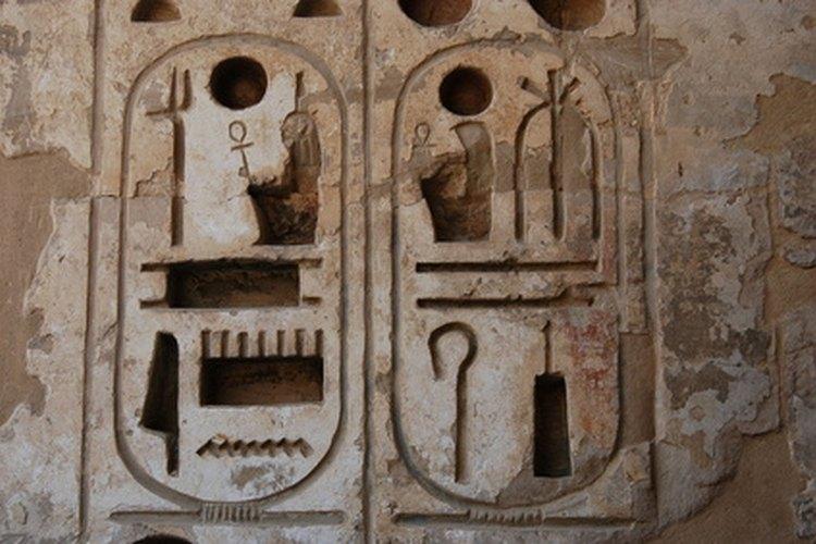 Recrea un mural Egipcio en un papel de lija.