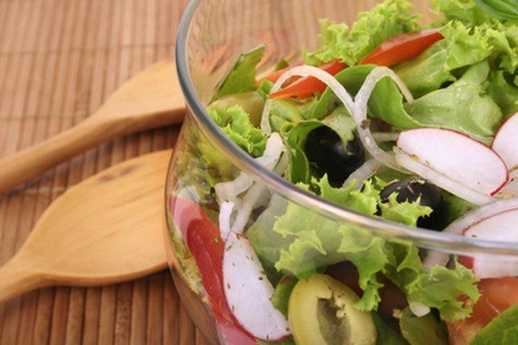 Acompaña tu comida con una ensalada recién hecha.