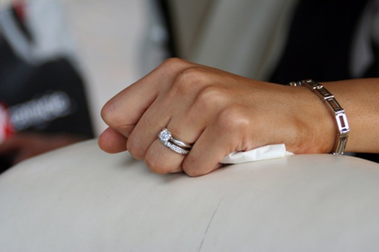 Una mujer también puede pedir a un hombre matrimonio de distintas maneras.