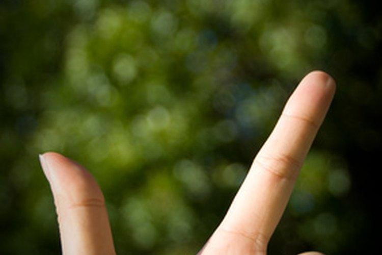 Aprieta el gancho con el dedo pulgar y el dedo índice.