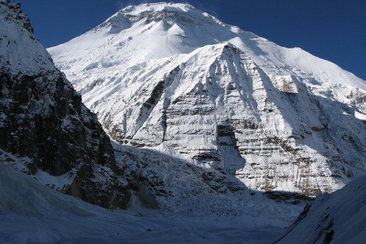 Se recomienda un nylon ligero con un porcentaje de spandex para los escaladores en un día de calor.