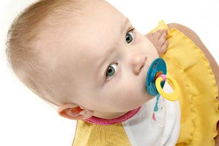 Evita que el chupete de tu bebé se pierda con una cuerda que se sujete a la ropa.