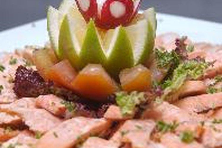 Ofrece una degustación de alimentos para tus amigos y familia.