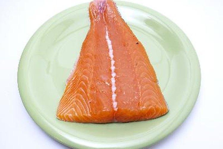 El salmón es una opción saludable: es alto en proteínas y ácidos grasos omega-3.