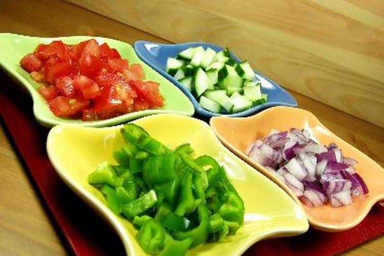 Integra a dicha dieta carnes bajas en grasa, frutas y verduras.
