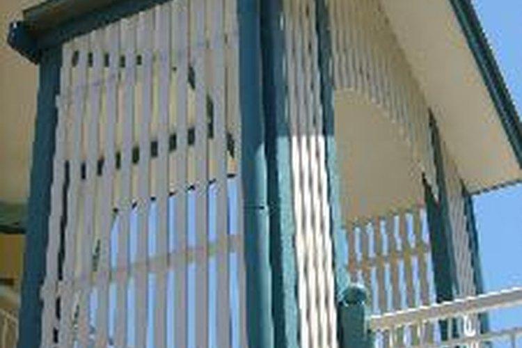 La plomada es una herramienta muy socorrida en la industria de la construcción para obtener alineamientos verticales exactos.