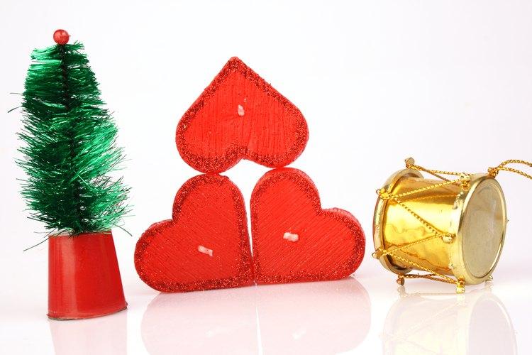 Si el tiempo lo permite, decora los árboles con brillos adicionales o otras decoraciones.