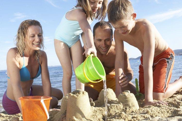 El tiempo en familia en la playa está a un corto viaje en coche.