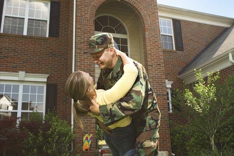 Al vivir en una base militar, una vivienda de calidad gubernamental es proporcionada a las familias.