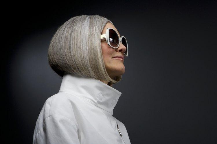 Los cincuenta años son un edad que viene junto con directrices de moda.
