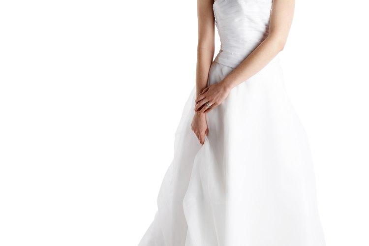 Sólo la novia puede decidir si quiere su vestido de novia de color blanco o marfil.