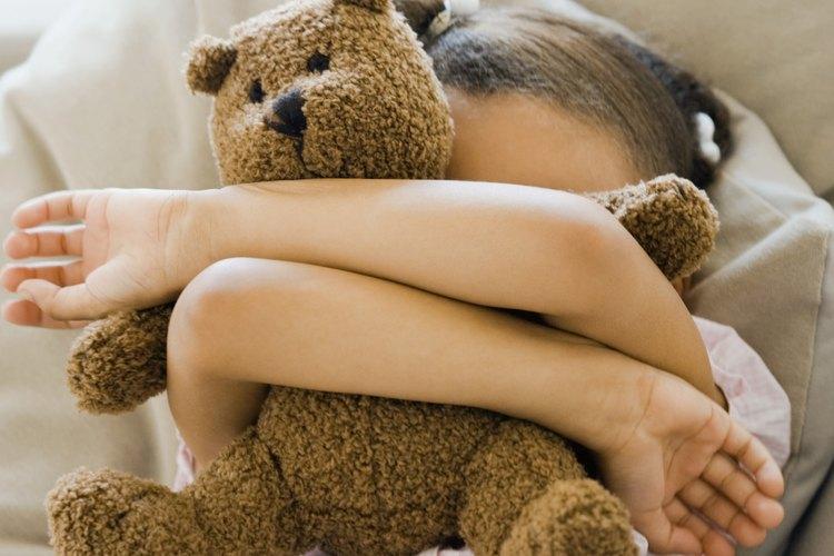 Un punto de partida para ayudar a tu niño tímido comienza con la eliminación de los estereotipos y la construcción de la autoestima.
