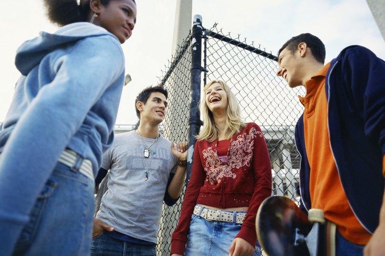La aceptación entre sus compañeros es de una importancia primordial para tu hijo adolescente.