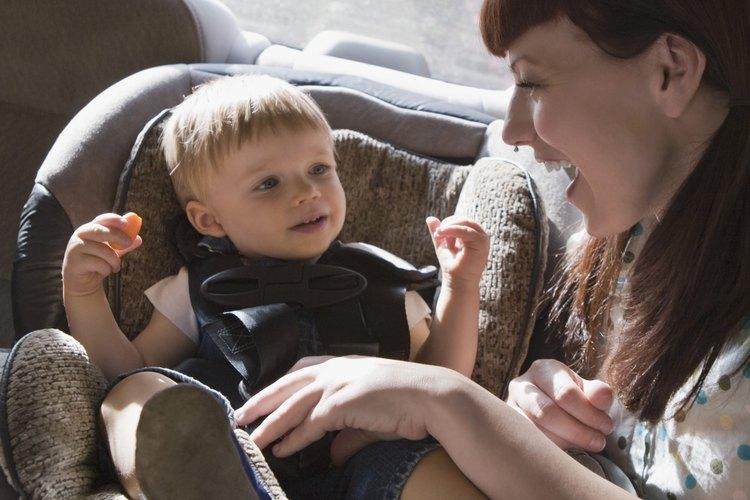 Hay varias maneras de mantener el asiento de tu bebé seco mientras aprende a usar la bacinica.