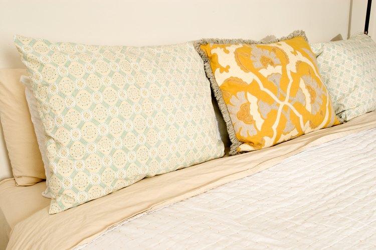 Cambia las almohadas que no vuelven a su forma cuando las doblas por la mitad.