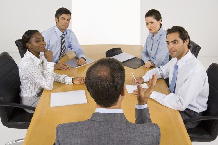 El moderador de una mesa redonda debe darles a todos los participantes la oportunidad de unirse a la conversación.