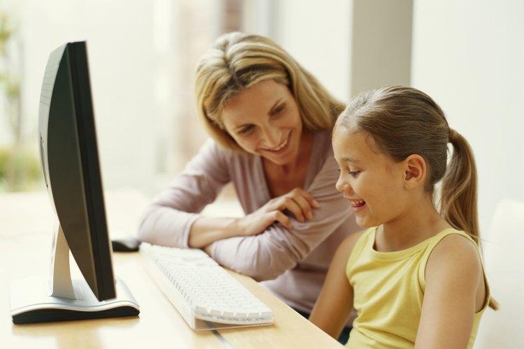 La comunicación padre-hijo empieza temprano en la vida de un niño y es importante para su desarrollo.