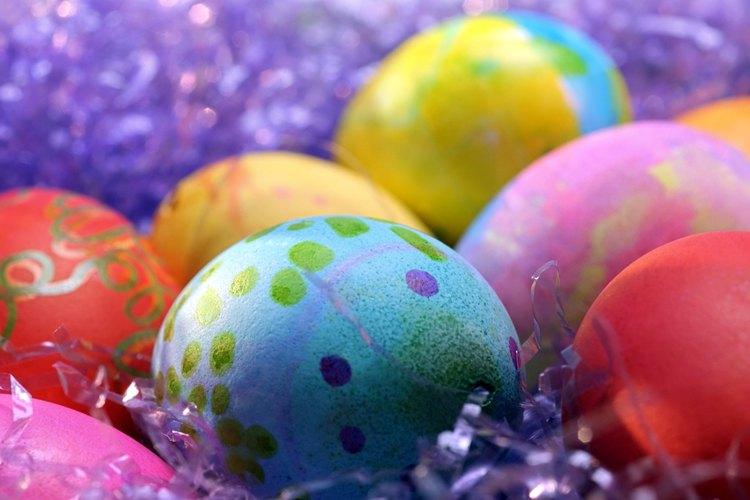 Celebra la pascua con una búsqueda de huevos de pascua para tu adolescente.