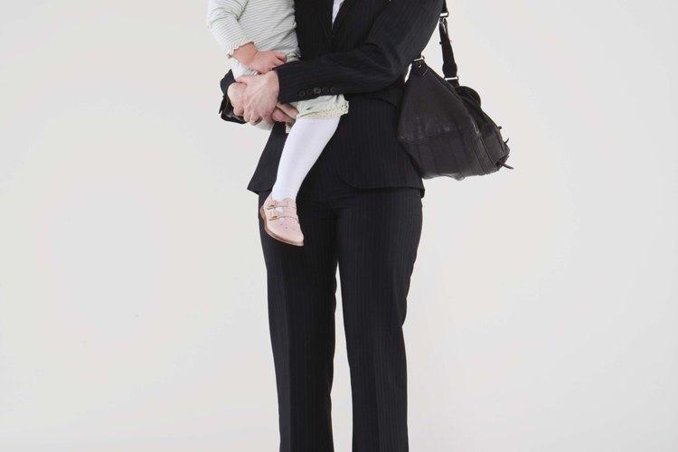 Los niños desarrollan un vínculo seguro al ser abrazados seguido.