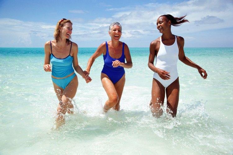 Los trajes de baño modestos pueden ser deportivos, trendy o elegantes.