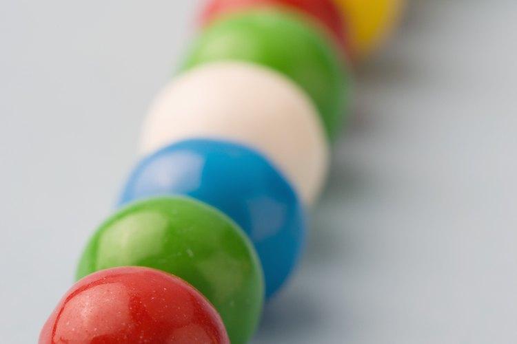 Usa bolas de chicle para hacer un juego divertido con niños de 9 años.
