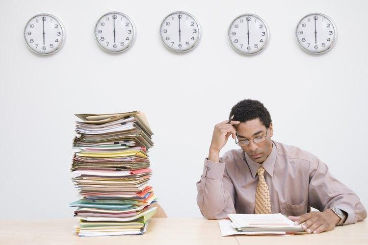 Un empleador tiene el derecho de disciplinar o despedir a un empleado que no acepta trabajar una determinada cantidad de horas.