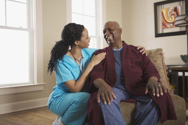 Conviértete en enfermero de tu amigo mientras se cura.
