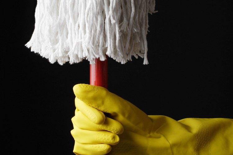 Los trapeadores de algodón se deben limpiar a mano con regularidad.