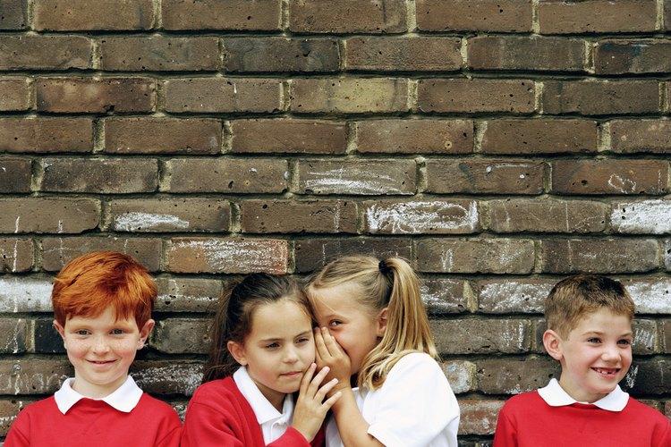 Planea actividades para enseñar a los niños acerca de los rumores.