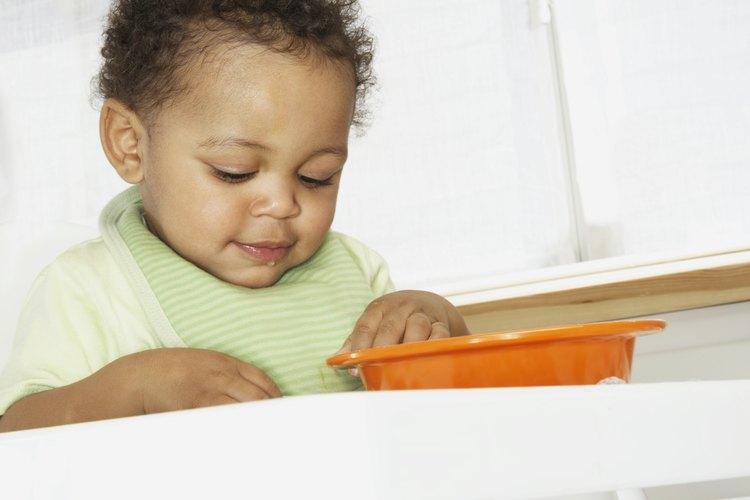 Supervisa la hora de la comida con cuidado para tu hijo.
