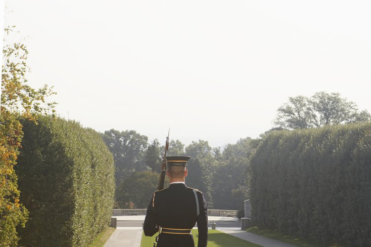 Hay muchos hombres y mujeres que pelean por nuestro país todos los días.