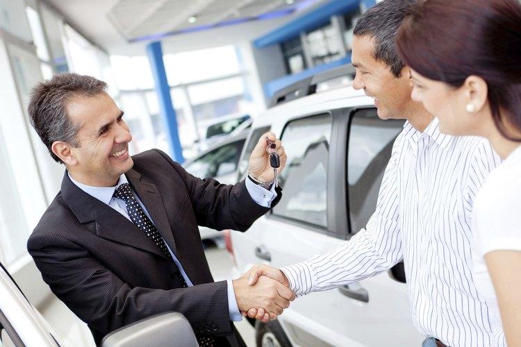 Un vendedor de automóviles nuevos podría ganar un monto fijo por cada venta.