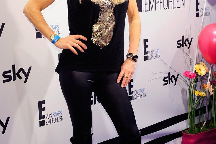 Gundis Zambo asiste al E! Entertainment Event con leggings negros.