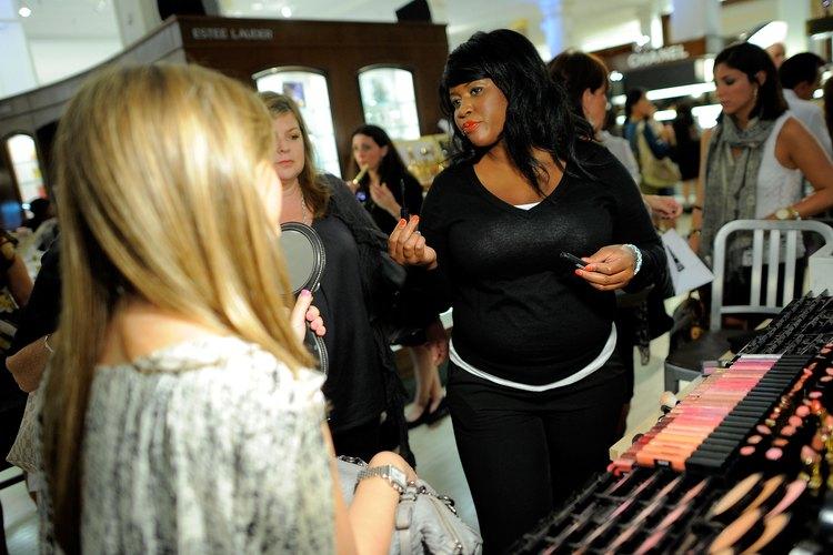 Las asesoras de belleza tienen la responsabilidad de alcanzar metas de venta.