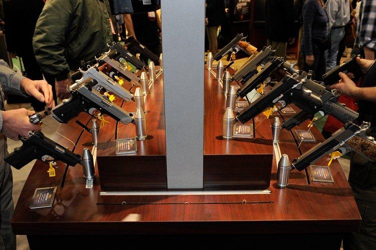 Pistolas Sig Sauer en exhibición.