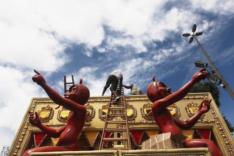 El carnaval se celebra cuarenta días antes de Pascua.