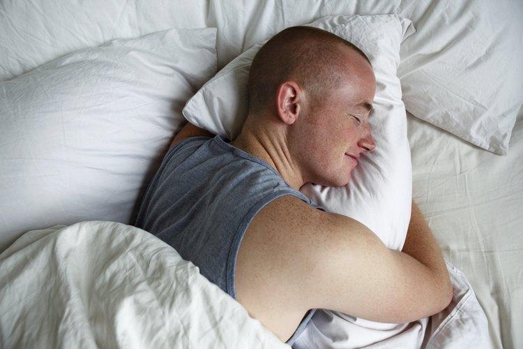 Ríete mientras otra persona está durmiendo.