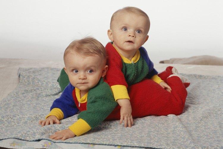 El adoptar gemelos puede traer doble alegría.