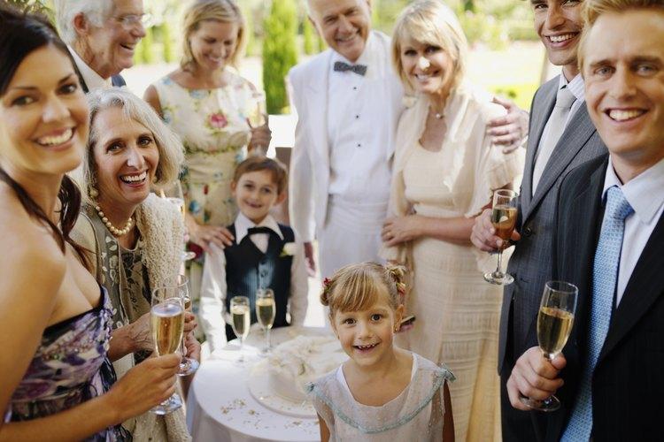Una recepción de boda reúne a personas de todas partes de la vida de la pareja.