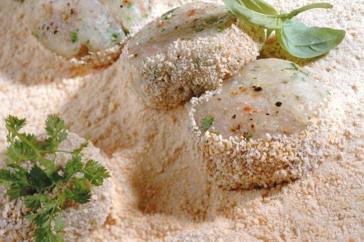 La harina de avena molida funciona la igual que el pan rallado.