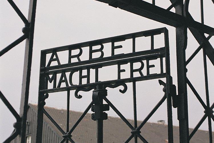 Los horrores de los campos de concentración Nazi incluían dejar morir de hambre a los prisioneros.