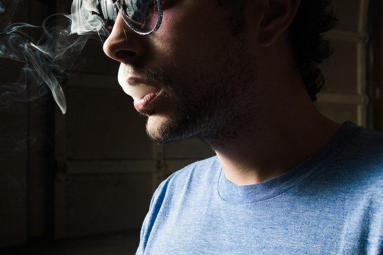 El aroma del cigarrillo puede permanecer mucho tiempo en tu nariz después de haber fumado.