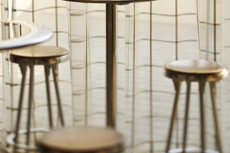 Las mesas con altura para barra requieren sillas con altura de barra.